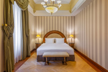 NH Collection Hotel Carlo IV